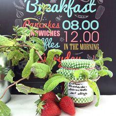 Erdbeer-Rhabarber-Marmelade mit Minze http://ift.tt/1TBMGez - http://ift.tt/1Ku8h61