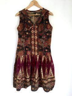 Floral Boho Dress / Batik Floral Drop Waist Tunic Dress / Summer Hippy Short Dress Medium  This is an adorable vintage floral Batik dress with a