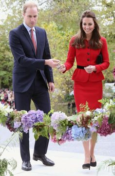 14 April 2014 - Day 8  Prince William and Catherine, Duchess of Cambridge visited Christchurch, New Zealand. Oh so pretty moment for Kate Middleton.