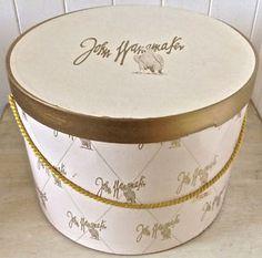 Antiquité. Collection. Magnifique boîte à chapeau ancienne Lévis…