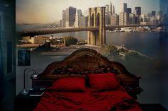Abelard Morell, View of the Brooklyn Bridge in bedroom (2008)