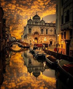 Golden Sky in Venice. Shot by 📷 Located in Venice, Italy📍🇮🇹 ______ Welcome to the page ! Beautiful Places To Travel, Beautiful World, Landscape Photography, Travel Photography, Photos Voyages, City Landscape, Travel Aesthetic, Belle Photo, Dream Vacations