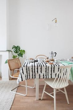 Spruce up your table with the graphic Rainy days table cloth. Screen printed on 100% cotton Size: 140 cm x 240 cm Wash at 40 degrees without color fading.