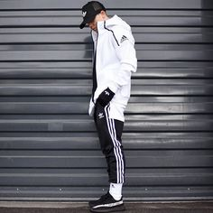 Adidas outfit men - Top Streetwear Brands You Should Know About – Adidas outfit men Top Streetwear Brands, Streetwear Fashion, Looks Adidas, Sport Fashion, Mens Fashion, Street Fashion, Luxury Fashion, How To Wear Joggers, Cochella Outfits