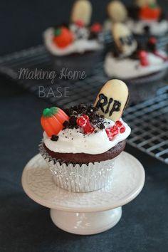 Halloween Cupcakes: Spooky Graveyard Cupcakes