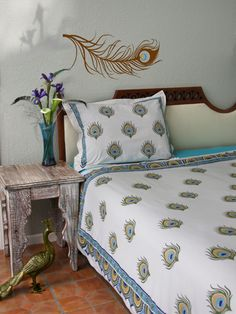 Dance O Peacock Ivory Peacock Feather Print Queen Duvet Cover