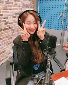 #chaeyeon #izone 190402 1077power #최화정의파워타임 🌸걸그룹 #아이즈원 과 함께 방송 시작했어요 👏제비꽃같은 아이즈원의 #채연 #히토미 #원영 #예나 🥳네분 보러 들어오세요 😆💓 .아이즈원 오늘 게릴라공연도 여의도에서 한대요 ~많이 관심가져주세요 🥰 Japanese Girl Group, Extended Play, The Wiz, Korean Girl Groups, Kpop Girls, Instagram, Sunflowers, Baby Girls, Highlight