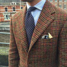 Benedikt Fries - Shibumi — Tweed & paisley go well together. Tweed Suits, Mens Suits, Harris Tweed Jacket, Tweed Jackets, Tweed Run, Ivy League Style, Classic Man, Suit And Tie, Gentleman Style