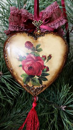 1 million+ Stunning Free Images to Use Anywhere Victorian Christmas, Pink Christmas, Christmas Balls, Christmas Themes, Vintage Christmas, Christmas Wreaths, Christmas Crafts, Christmas Decorations, Shabby Chic Hearts