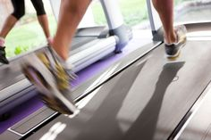 To get the benefits of cardio workouts without the drawbacks, stop doing long treadmill runs and take up high intensity interval training (HIIT). Tabata Intervals, Interval Cardio, Cardio Routine, Workout Schedule, Treadmill Workouts, Exercise Routines, Interval Training Program, Hitt Training, Training Tips