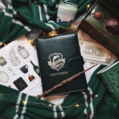 Image about green in ♥ Harry Potter ♥ by Endless Dream Objet Harry Potter, Mundo Harry Potter, Slytherin Harry Potter, Slytherin Pride, Slytherin House, Harry Potter Houses, Slytherin Aesthetic, Hogwarts Houses, Harry Potter World