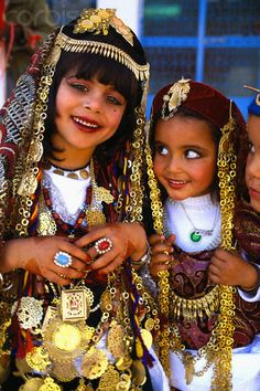 Africa | Tunisian Girls in Traditional Dress.  Tataouine.  | © Inge Yspeert.