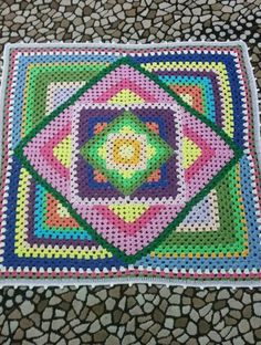 Crochet giant square-in-a-square granny, retro colors. Crochet Quilt Pattern, Baby Afghan Crochet, Granny Square Crochet Pattern, Crochet Stitches Patterns, Crochet Granny, Crochet Designs, Crochet Yarn, Rainbow Crochet, Bunt