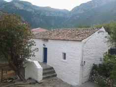 Μητρόπολη Cabin, Traditional, Architecture, House Styles, Home Decor, Arquitetura, Decoration Home, Room Decor, Cabins