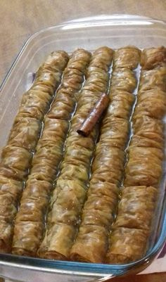 Σαραγλί με καρύδι !!! ~ ΜΑΓΕΙΡΙΚΗ ΚΑΙ ΣΥΝΤΑΓΕΣ 2 Greek Sweets, Greek Desserts, Greek Recipes, Cookbook Recipes, Dessert Recipes, Cooking Recipes, Cyprus Food, Baklava Recipe, Greek Cooking