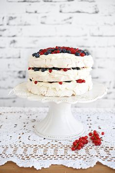 Tort bezowy z owocami i bitą śmietaną Pavlova, Aga, Vanilla Cake, Cravings, Panna Cotta, Food And Drink, Cooking, Sweet, Ethnic Recipes