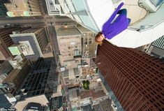 Exhilarating Shots of Thrill-Seekers on the Edge of Rooftops - My Modern Metropolis High Building, Busy Street, Modern Metropolis, Planet Earth, Cool Photos, Amazing Photos, Skyscraper, Times Square, Fair Grounds