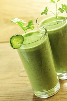 New Year's Resolution: Healthy Low Carb Smoothies - great article, includes nutrition chart for smoothie ingredients and several delicious recipes Sport Nutrition, Nutrition Chart, Nutrition Month, Health And Nutrition, Nutrition Club, Nutrition Guide, Nutrition Education, Smoothie Ingredients, Smoothie Recipes