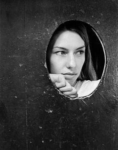 Sofia Coppola by Kate Barry. Kate Barry, fille de Jane Birkin et de John Barry, est décédée ce 11 décembre 2013 à Paris à l'âge de 46 ans.