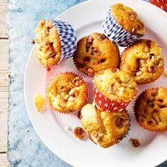 Bestrooi de cakejes met wat extra karamelblokjes en desgewenst een beetje kaneelsuiker. #cake #karamel #JumboSupermarkten