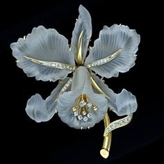 Brooches Jewels : Vintage Cattleya Orchid Carved Rock Crystal and Diamond Brooch A beautiful Catt Bling Jewelry, Jewelry Art, Antique Jewelry, Jewelery, Vintage Jewelry, Jewelry Design, Fashion Jewelry, Artisan Jewelry, Silver Jewelry