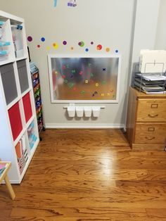 craft room makeovers Using a sheet of galvanized steel and a simple pre-made wooden frame, it was easy to make a cheap DIY magnetic board for kids to play with. Kids Decor, Diy Room Decor, Decor Ideas, Vase Ideas, Bedroom Decor, Tv Decor, Bedroom Office, Office Decor, Wall Decor