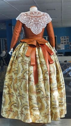 Galería de Fotos ★ Pinazo y Burlay ® 1700s Dresses, Beauty And The Beast Party, 18th Century Dress, Fantasy Gowns, Folk Costume, Historical Clothing, Traditional Dresses, Girly Girl, Costume Design