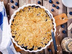Blåbærpai med smuldretopp Blueberry Crumble Pie, Pie Crumble, Low Calorie Snacks, Low Calorie Recipes, Gourmet Desserts, Gluten Free Desserts, Parfait, Just Pies, Blueberry Season