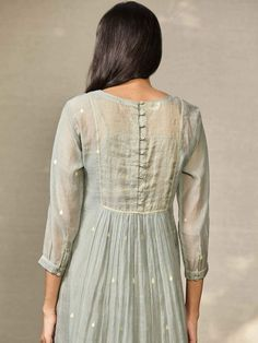 Dress Neck Designs, Stylish Dress Designs, Designs For Dresses, Kurti Back Neck Designs, Designer Party Wear Dresses, Indian Designer Outfits, Designer Kurtas For Women, Designer Wear, Indian Outfits