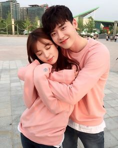 Lee Jong Suk Shows How Excited He Is for 'W' to Air with Han Hyo Joo coreanos Jung Suk, Lee Jung, Asian Actors, Korean Actors, W Two Worlds Wallpaper, W Korean Drama, Couples Assortis, Die A, Couple Ulzzang
