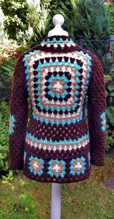 gehäkelte Jacke im Retro Style  gehäkelt für die Dawanda-Farbaktion im August - AugustLust  Farben: braun, beige, natur und Türkis  die Blume dient als Verschluss und kann überall angesteckt...