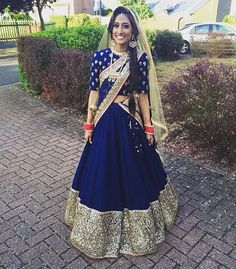 Better if the border was less dense Pakistani Dresses, Indian Dresses, Indian Outfits, Bollywood Outfits, Bollywood Fashion, Indian Silk Sarees, Desi Wear, Indian Attire, Indian Wear