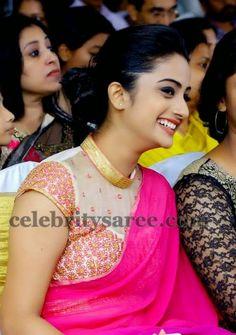 South Indian actress Namitha Pramod wearing fuchsia pink silk saree with simple gold border, Paired up with thread work floral design blo. Saree Blouse Patterns, Saree Blouse Designs, Blouse Styles, Indian Blouse, Indian Sarees, Indian Wear, Beautiful Blouses, Beautiful Saree, Sari Bluse