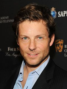 Ah the nerd in me just can't resist Jamie Bamber! British Actors, American Actors, Hot Actors, Actors & Actresses, Hottest Male Celebrities, Celebs, Jamie Bamber, Attractive People, New Series