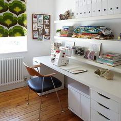 Wohnideen  Arbeitszimmer Home Office Büro - Weiß Büro zu Hause mit Retro-Blind