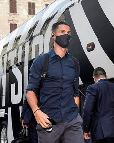 God Of Football, Ronaldo Football, Ronaldo Juventus, Cristiano Ronaldo Cr7, Messi, Mens Sunglasses, Soccer, Husband, Mens Fashion