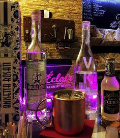 """ ROSATI MULE "" Ingredients: ~ 3 cl. VKA Tuscan Organic Vodka; ~ 2 cl. Anisetta Rosati dal 1877; ~ 1 cl. fresh Lime Juice; ~ fill with Cortese Ginger Beer; ~ Garnish with a sprig of mint; ~ Serve in a Copper Mug. #AnisettaRosati #AscoliPiceno #RosatiMule #VKAvodka #BevandeFuturiste #mixologist #mixology #bartending #AnisettaRosati1877 #RiservaLeoneXIII #anisetta #anisette #anice #cltdrink #craftcocktails #cocktails   #AnisettaRosatiRiservaLeoneXIII"