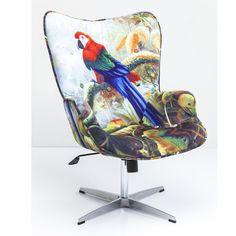 Eksoottinen ja ilmeikäs, inspiroivan persoonallinen Jungle fever -tuoli, joka melkein nostattaa viidakkokuumeen. Verhoilussa on käytetty loistavia erilaisia värejä ja jännittäviä kontrasteja ja se huokuuenergiaa ja väriä. Laadukas verhoilu, relaatio sametti, pyöritettävä runko ja istuimensäätö takaavat rentoutumisen nautinnon.Istuinkorkeus säädettävissä 44-57 cm ja käsinojakorkeus: 64-77 cm.