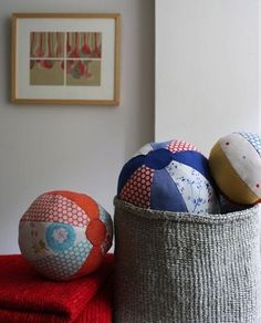 The Purl Bee: These fabric balls are the perfect handmade baby gift, multicolored, soft and round. Baby Sewing Projects, Sewing For Kids, Diy For Kids, Diy Projects, Free Sewing, Purl Bee, Sewing Toys, Sewing Crafts, Diy Ballon