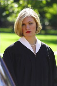 Julia Stiles in Mona Lisa Smile - want this hair cut!