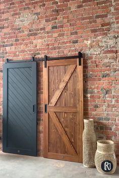 Wooden Sliding Doors, Wood Doors, The Doors, Wooden Barn Doors, Barn Door Decor, Diy Barn Door, Farm Door, Home Interior Design, Interior Decorating