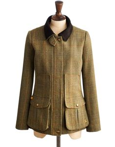 Joules Womens Semi-Fitted Tweed Field Coat, Green Mr Toad Tweed.                     Capture true country style with this heritage piece that's completely timeless and made to last after season. In rugged tweed it's a twist on a classic with beautiful detailing including gold trims and a suede collar. Semi fitted with a dipped hem and vented back it's a true Joules classic.