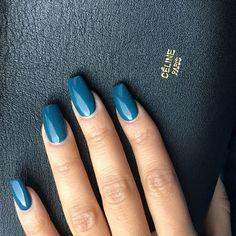 💅🏽🍸#essie x #celine Tag a friend by @koila_naillounge • • • #nails #naillounge #nailedbynl #nailart #nailartist #nailswag  #nailpolish #naildesign #nailporn #nail #manicure #nyc #makeup #beauty #fashion #hudabeauty #vegasnay