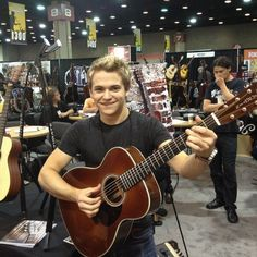 Hunter at the Martin Factory Country Boys, Country Music, Best Country Singers, Country Artists, Hunter Hayes Quotes, Jake Owen, Thomas Rhett, Chris Young, Jason Aldean