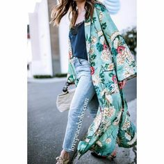 A chiffon kimono in vibrant print with longline hem and 2 front pockets. - Length: Longline - Sleeve Length: Full - Pattern: Print - Sleeve Style: Flare Sleeve - Material: Chiffon Size Chart (Measurements in cm) 2.54 cm=1 inch Size Bust Shoulder Length S 98 42 115 M 104 43 116 L 110 44 117 XL 116 45 118 2XL 122 46 119 3XL 128 47 120