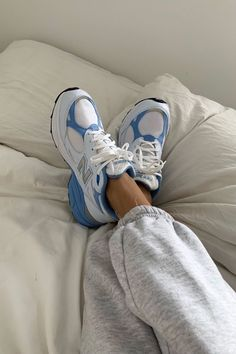8 Popular Shoe Brands That You'll Still Be Wearing 50 Years From Now - Sneakers Sneakers Shoes, Sneakers Mode, Adidas Sneakers, 90s Shoes, Winter Sneakers, Sneakers Street Style, Chunky Sneakers, Shoes Heels, Winter Trends
