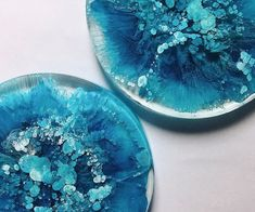 Alcohol ink and resin coaster science experiment : crafts Alcohol Ink Tiles, Alcohol Ink Crafts, Alcohol Ink Painting, Resin Pour, Ice Resin, Resin Art, Resin Furniture, Diy Coasters, Custom Coasters
