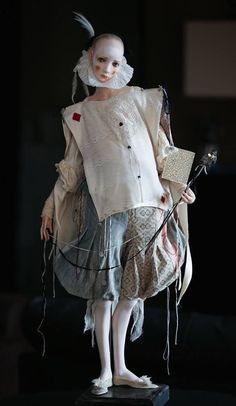 As Fashion Dolls de Alisa Filippova - Design Innova Trevor Brown, Fashion Dolls, Mode Baroque, Pierrot Clown, Look Festival, Dark Circus, Art Sculpture, Living Dolls, Creepy Dolls