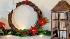 Corona de Navidad de papel de periódico y retales de fieltro