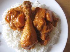Je suis une grande fan du poulet à la cacahuète sauce africaine, appelé MAFé! Cette sauce semi-épaisse aux arômes subtile de cacahuètes et de tomates m'affolent les papilles. J'en ai mangé des excellents mijotés pendant 2 heures, avec du chou comme il...